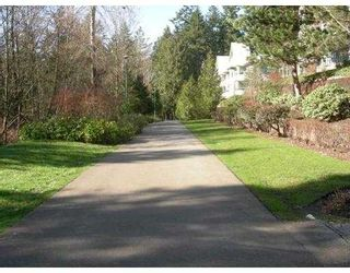 """Photo 3: 6735 STATION HILL Court in Burnaby: South Slope Condo for sale in """"THE COURTYARDS"""" (Burnaby South)  : MLS®# V635769"""