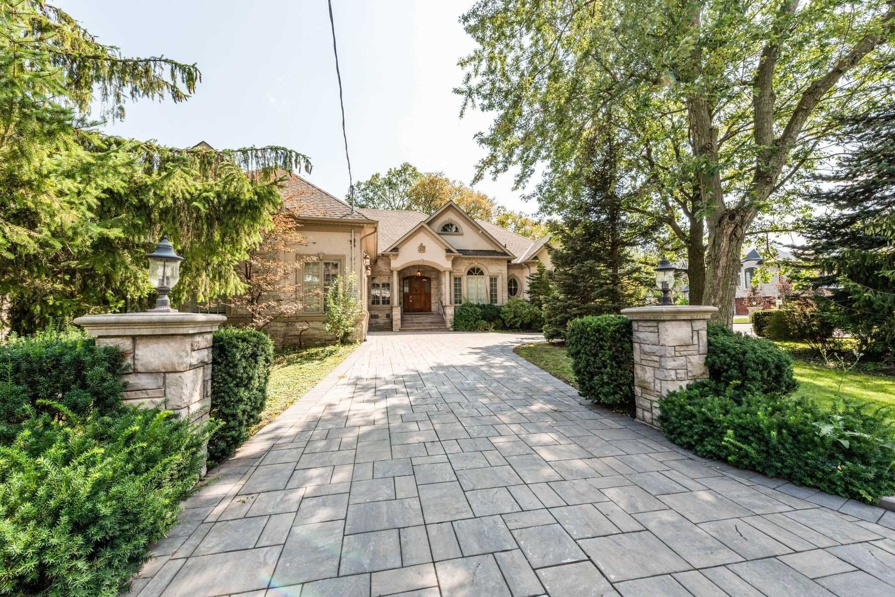 Main Photo: 1 River Bend Road in Markham: Village Green-South Unionville House (Bungalow) for sale : MLS®# N5369341