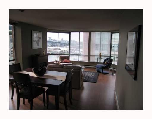 """Photo 2: Photos: 1625 HORNBY Street in Vancouver: False Creek North Condo for sale in """"SEAWALK NORTH"""" (Vancouver West)  : MLS®# V640606"""