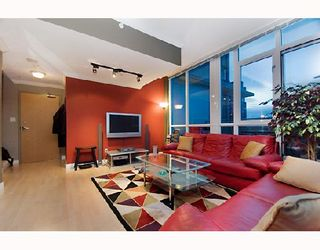 """Photo 3: 2203 1420 W GEORGIA Street in Vancouver: West End VW Condo for sale in """"THE GEORGE"""" (Vancouver West)  : MLS®# V688392"""