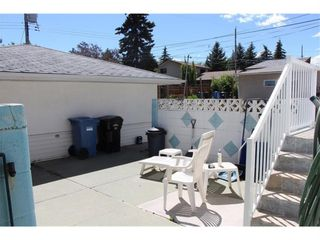 Photo 2: 907 32 Avenue NW in Calgary: Cambrian Heights Detached for sale : MLS®# A1024122
