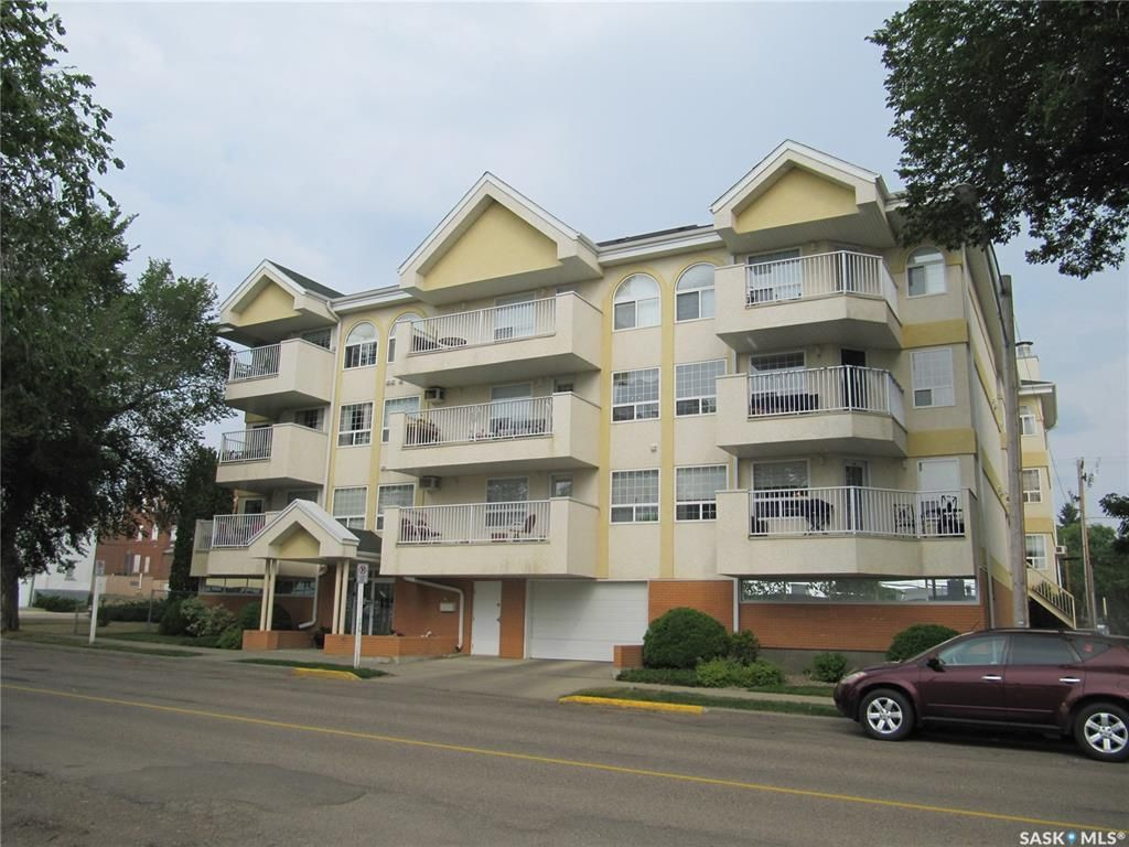 Main Photo: 106 1172 103rd Street in North Battleford: Downtown Residential for sale : MLS®# SK865857