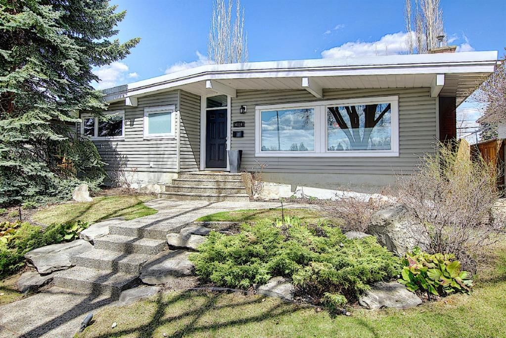 Main Photo: 4116 Varsity Drive NW in Calgary: Varsity Detached for sale : MLS®# A1105835