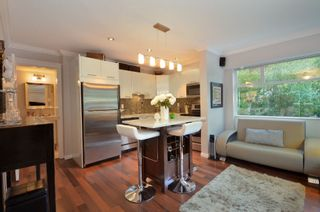 """Photo 2: 999 W 20TH Avenue in Vancouver: Cambie Townhouse for sale in """"OAK CREST"""" (Vancouver West)  : MLS®# R2039700"""