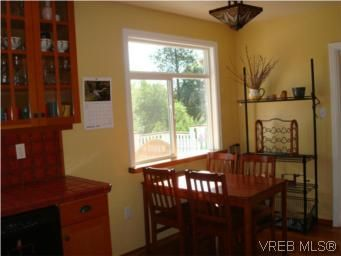 Photo 5: Photos: 3307 Wordsworth St in VICTORIA: SE Cedar Hill House for sale (Saanich East)  : MLS®# 492999