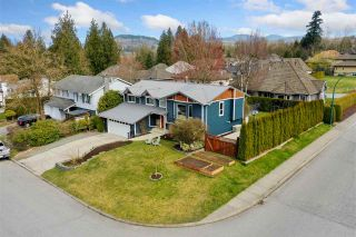 Photo 1: 3674 DUNSMUIR Way in Abbotsford: Abbotsford East House for sale : MLS®# R2553788
