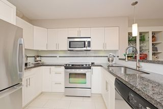 "Photo 2: 17 339 E 33RD Avenue in Vancouver: Main Townhouse for sale in ""Walk to Main"" (Vancouver East)  : MLS®# R2374151"