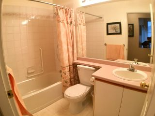 """Photo 10: 302 5955 177B Street in Surrey: Cloverdale BC Condo for sale in """"WINDSOR PLACE"""" (Cloverdale)  : MLS®# R2334510"""