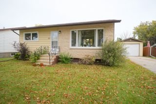 Photo 1: 681 Maplewood Crescent in Portage la Prairie: House for sale : MLS®# 202122121
