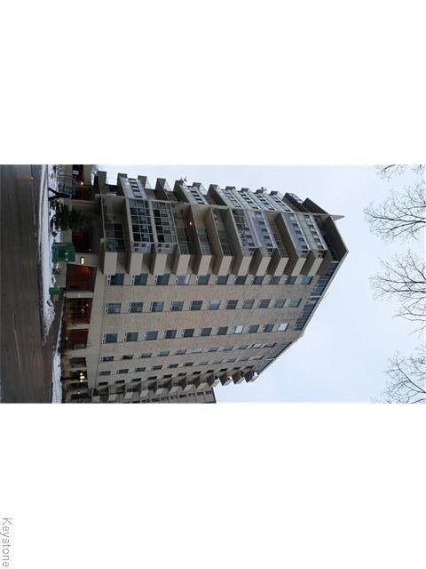 Main Photo: 221 Wellington Crescent in WINNIPEG: Fort Rouge / Crescentwood / Riverview Condominium for sale (South Winnipeg)  : MLS®# 1528057