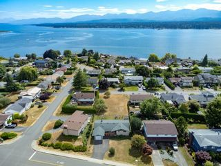 Photo 42: 2045 Beaufort Ave in : CV Comox (Town of) House for sale (Comox Valley)  : MLS®# 884580