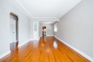 Photo 2: 425 OAK Street in New Westminster: Queens Park House for sale : MLS®# R2502980