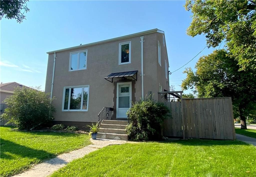 Main Photo: 300 Leighton Avenue in Winnipeg: North Kildonan Residential for sale (3F)  : MLS®# 202122047