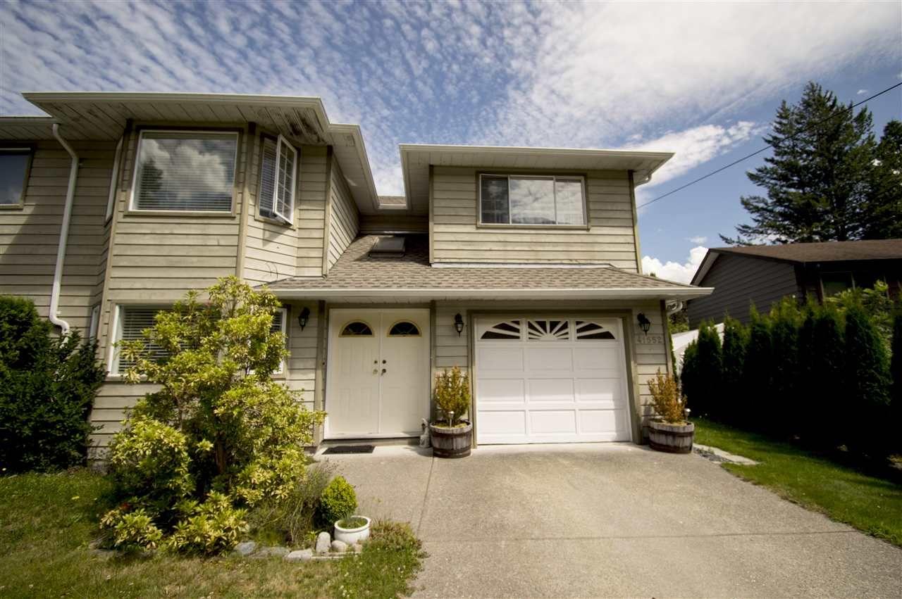 Main Photo: 41552 RAE Road in Squamish: Brackendale 1/2 Duplex for sale : MLS®# R2391557