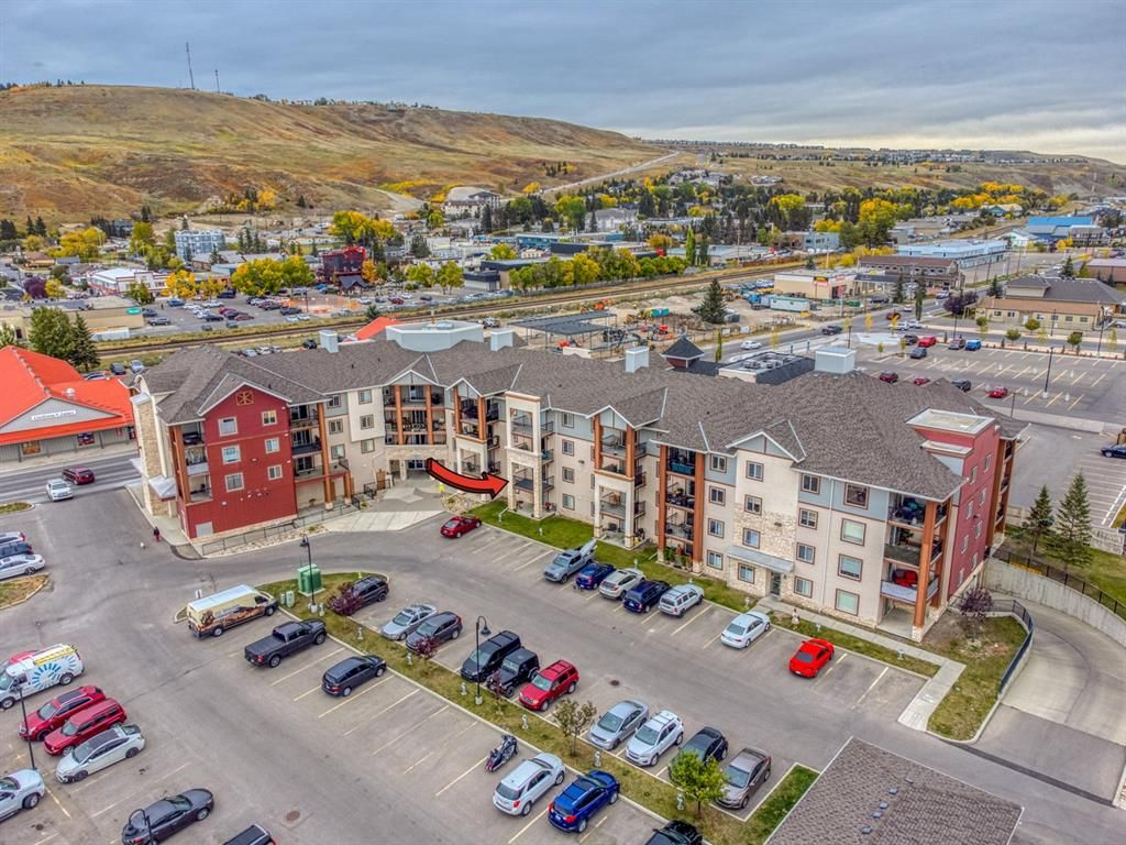 Main Photo: 1207 505 RAILWAY Street W: Cochrane Apartment for sale : MLS®# A1149928