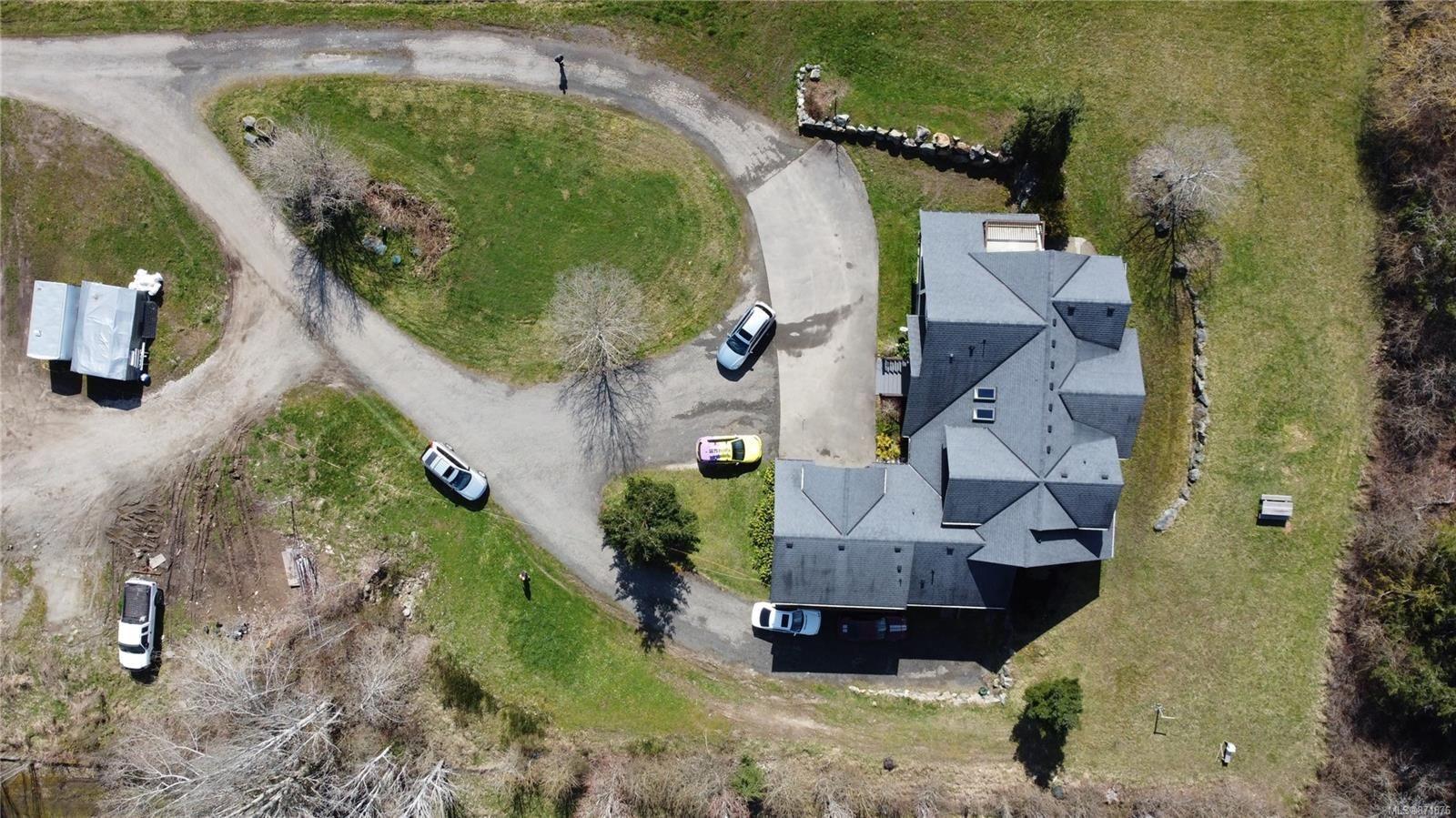 Photo 2: Photos: 4420 Wilkinson Rd in : SW Royal Oak House for sale (Saanich West)  : MLS®# 871876
