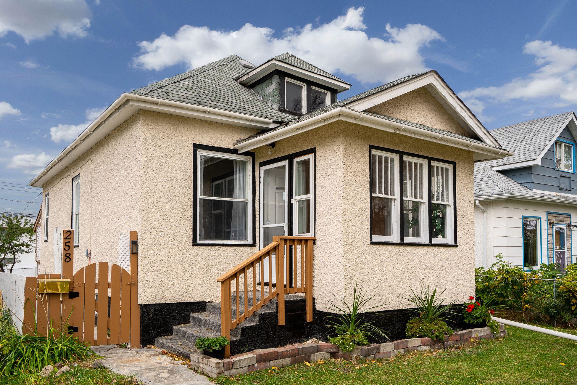 Main Photo: 258 Chalmers Avenue in Winnipeg: Elmwood House for sale (3A)  : MLS®# 202024878