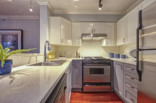"""Photo 10: 404 2161 W 12TH Avenue in Vancouver: Kitsilano Condo for sale in """"THE CARLINGS"""" (Vancouver West)  : MLS®# R2502485"""