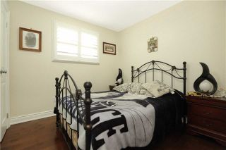 Photo 4: 704 Coulson Avenue in Milton: Timberlea House (Bungalow) for sale : MLS®# W3620366