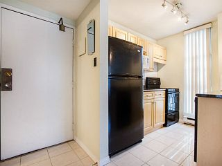 """Photo 14: 109 950 DRAKE Street in Vancouver: Downtown VW Condo for sale in """"ANCHOR POINT"""" (Vancouver West)  : MLS®# R2401708"""