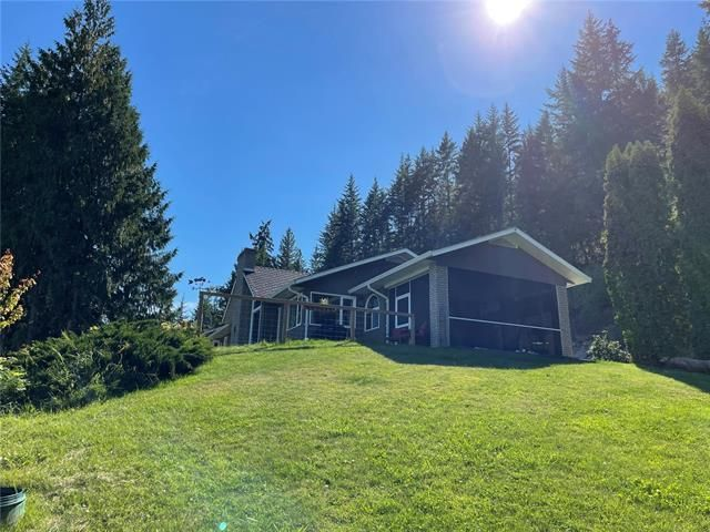 Main Photo: 430 Old Spallumcheen Road, in Sicamous: House for sale : MLS®# 10240089