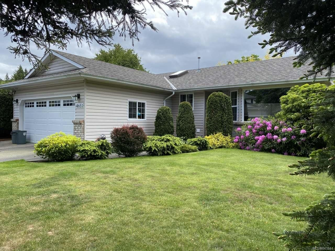 Main Photo: 4651 Muir Rd in COURTENAY: CV Courtenay East House for sale (Comox Valley)  : MLS®# 841844