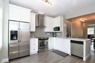 """Photo 4: 33 33460 LYNN Avenue in Abbotsford: Central Abbotsford Townhouse for sale in """"ASTON ROW"""" : MLS®# R2265233"""