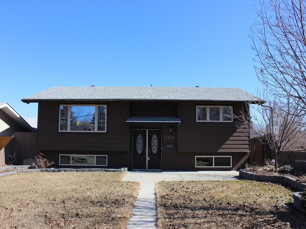Main Photo: 3320 77 Street NW in Calgary: Bowness Detached for sale : MLS®# C4210557