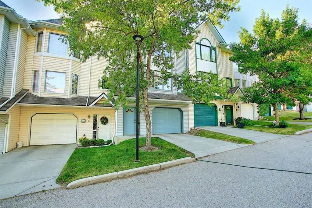 Main Photo: 7 Patina Point SW in Calgary: Patterson Row/Townhouse for sale : MLS®# A1126109