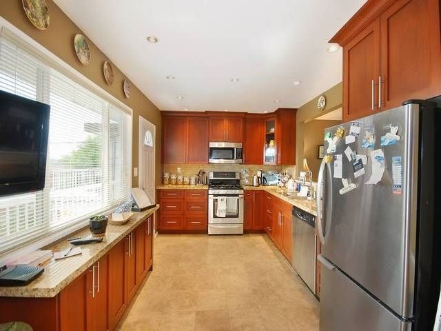 Photo 4: Photos: 6570 LOCHDALE Street in Burnaby: Parkcrest House for sale (Burnaby North)  : MLS®# R2002932