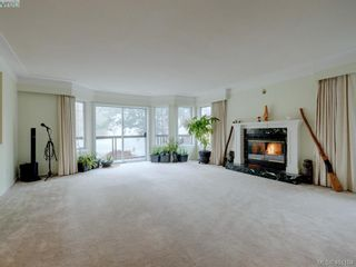 Photo 2: 2800 Austin Ave in VICTORIA: SW Gorge House for sale (Saanich West)  : MLS®# 800400