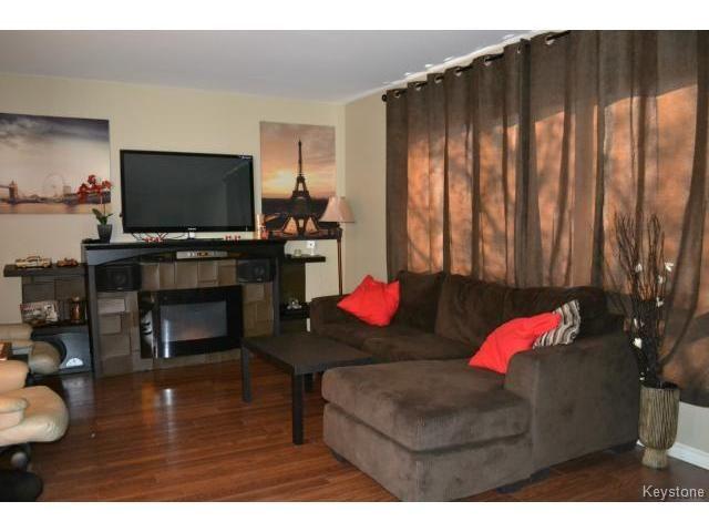 Photo 4: Photos: 463 Olive Street in WINNIPEG: St James Residential for sale (West Winnipeg)  : MLS®# 1405838