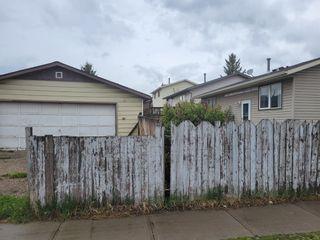 Photo 2: 220 Falton Close NE in Calgary: Falconridge Detached for sale : MLS®# A1111554