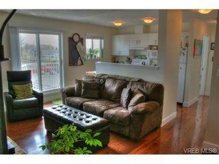 Photo 6: 402 1025 Hillside Ave in VICTORIA: Vi Hillside Condo for sale (Victoria)  : MLS®# 698158