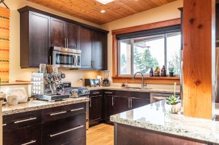 """Photo 3: 1006 PENNYLANE Place in Squamish: Hospital Hill House for sale in """"Hospital Hill"""" : MLS®# R2520358"""