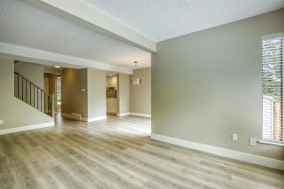 """Photo 5: 15879 ALDER Place in Surrey: King George Corridor Townhouse for sale in """"ALDERWOOD"""" (South Surrey White Rock)  : MLS®# R2471622"""