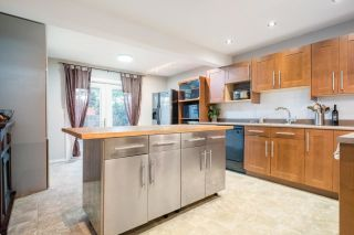 """Photo 7: 233 BALMORAL Place in Port Moody: North Shore Pt Moody Townhouse for sale in """"Balmoral Place"""" : MLS®# R2585129"""
