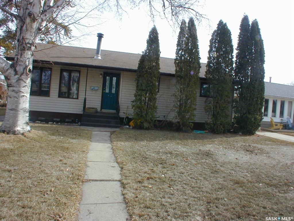 Main Photo: 1917 Cairns Avenue South in Saskatoon: Adelaide/Churchill Residential for sale : MLS®# SK849486
