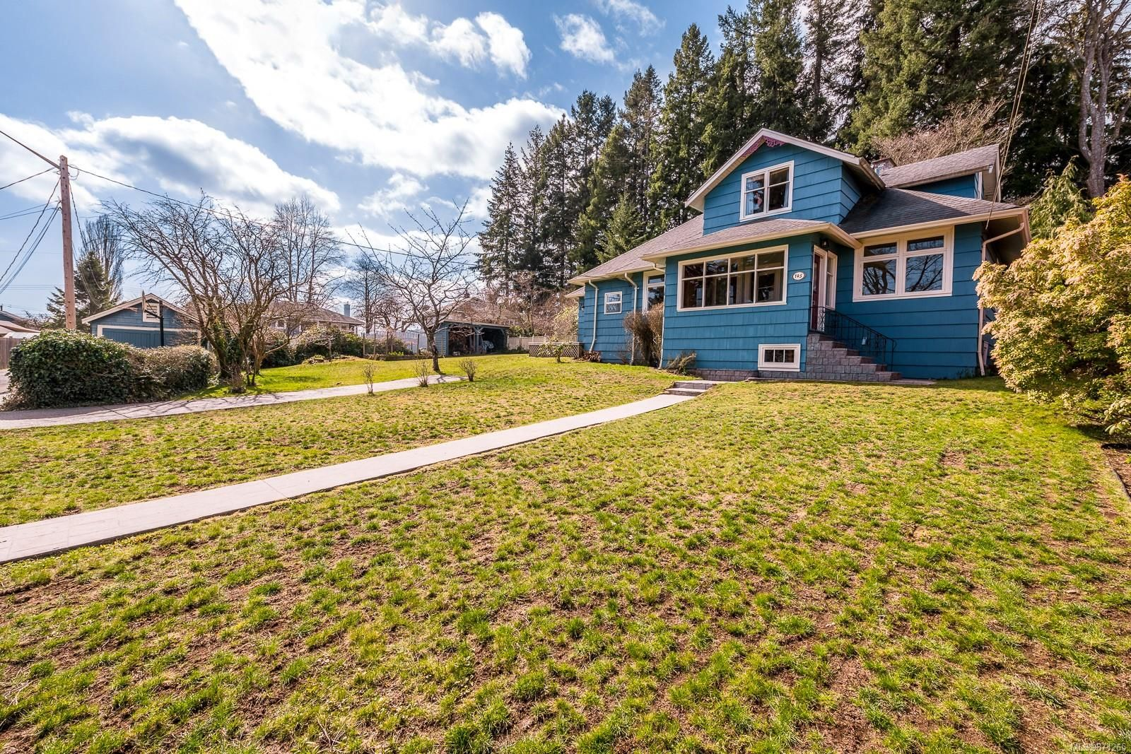 Main Photo: 145 Douglas Pl in : CV Courtenay City House for sale (Comox Valley)  : MLS®# 871265