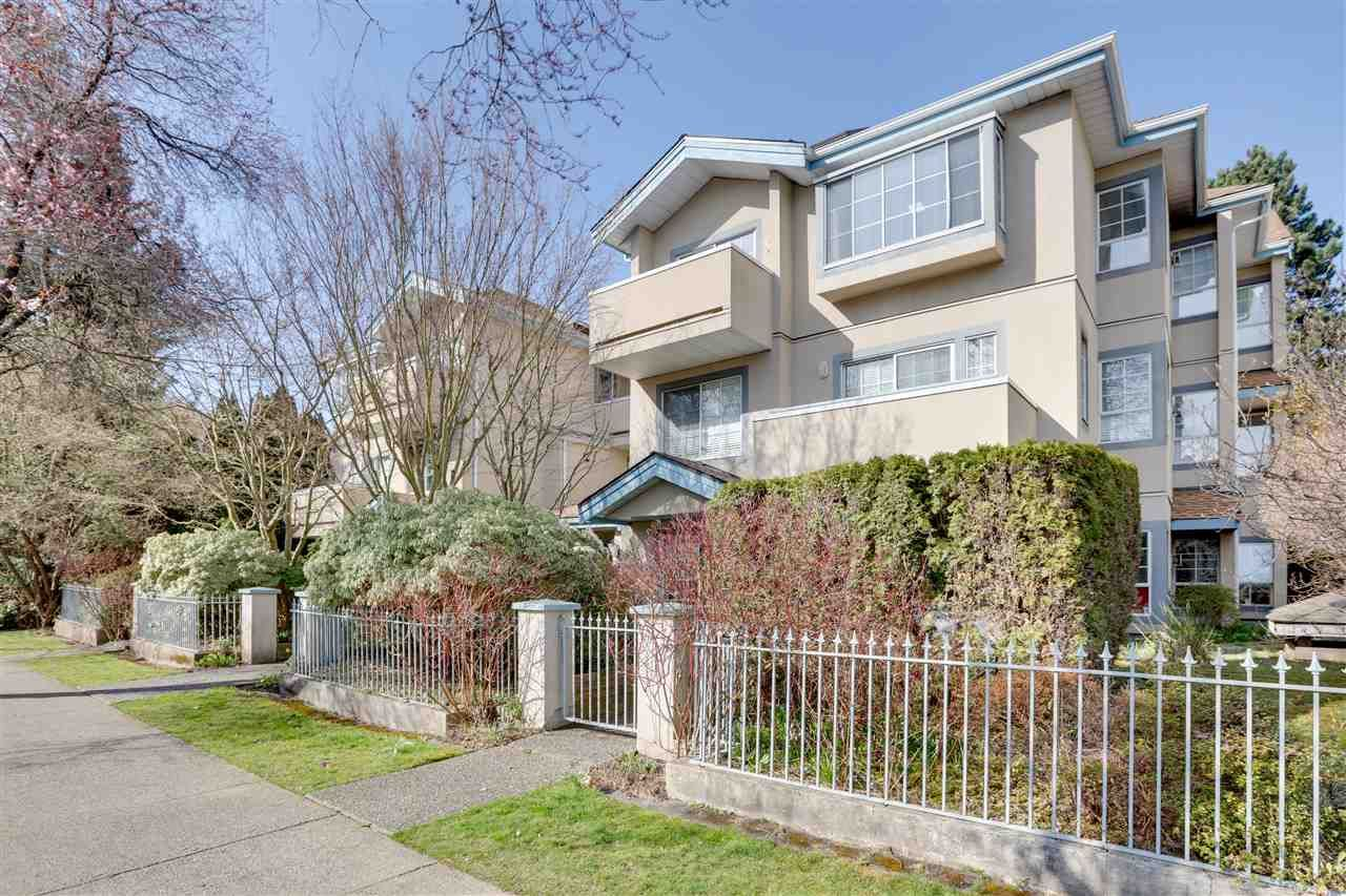 """Main Photo: 302 825 W 15TH Avenue in Vancouver: Fairview VW Condo for sale in """"THE HARROD"""" (Vancouver West)  : MLS®# R2551755"""