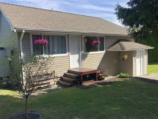 Photo 1: 5816 175 Street in Surrey: Cloverdale BC House for sale (Cloverdale)  : MLS®# R2548303