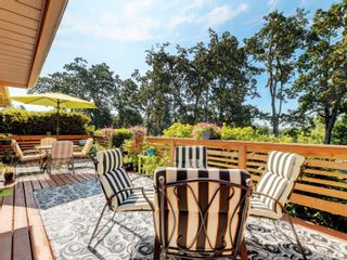 Photo 1: 1017 Southover Lane in : SE Broadmead House for sale (Saanich East)  : MLS®# 881928