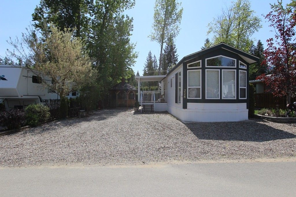 Main Photo: 228 3980 Squilax Anglemont Road in Scotch Creek: Manufactured Home for sale : MLS®# 10098065