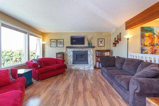 Photo 3: 1123 Munro St in Esquimalt: Es Saxe Point Half Duplex for sale : MLS®# 842474