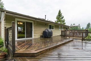 """Photo 3: 2267 PARK Crescent in Coquitlam: Chineside House for sale in """"CHINESIDE"""" : MLS®# R2172163"""