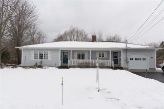 Photo 1: 211 Marster Avenue in Berwick: 404-Kings County Residential for sale (Annapolis Valley)  : MLS®# 202003516