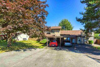 """Photo 4: 6928 134 Street in Surrey: West Newton 1/2 Duplex for sale in """"BENTLEY"""" : MLS®# R2490871"""