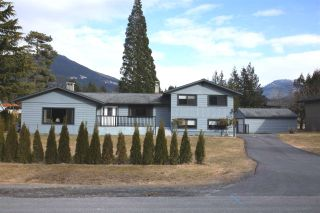Photo 1: 40228 DIAMOND HEAD Road in Squamish: Garibaldi Estates House for sale : MLS®# R2348707