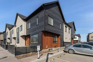 Photo 2: 903 Redstone Crescent NE in Calgary: Redstone Row/Townhouse for sale : MLS®# A1096519