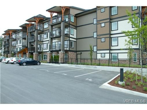 Main Photo: 403 286 Wilfert Rd in VICTORIA: VR Six Mile Condo for sale (View Royal)  : MLS®# 645295